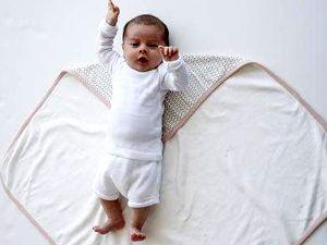 пеленать или не пеленать ребёнка, советы родителям, как ухаживать за новорождённым ребёнком, грудные дети