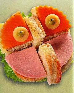 Веселые бутерброды Сова, бутерброды для детей,  бутерброды животные,  быстро и вкусно,  быстро приготовить,  весёлые бутерброды, готовимся к Новому Году 2011, как украсить стол,  рецепты бутербродов,  смешные бутерброды, праздничные рецепты, праздничные бутерброды, оригинальные рецепты
