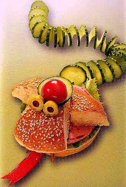 Рецепт детского бутерброда - Змея, как приготовить детский бутерброд, веселые бутерброды, детские бутерброды, бутерброды животные, рецепты бутербродов, вкусные бутерброды, готовимся к Новому Году 2011
