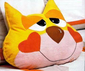 Подушка - Весёлый Кот к Новому Году, как сшить подушку своими руками, выкройка подушки кот, выкройка мягкой игрушки кот, мягкая игрушка своими руками Кот, как сшить кота, как сшить котенка, шьём сами мягкую игрушку, выкройки бесплатно, Новый Год 2011, Рождество, День Святого Валентина