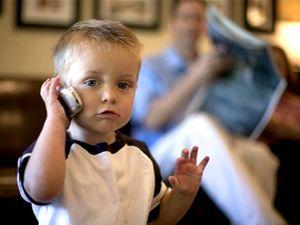 Мобильный телефон и ребёнок, нужен ли ребенку сотовый телефон, как выбрать телефон для ребёнка, безопасность ребёнка и сотовый телефон, за и против мобильного телефона, сотовая связь и дети